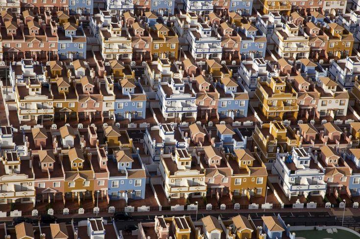 Il mondo visto dall'alto: scatti dal deltaplano case quasi di biscotto .  spagna