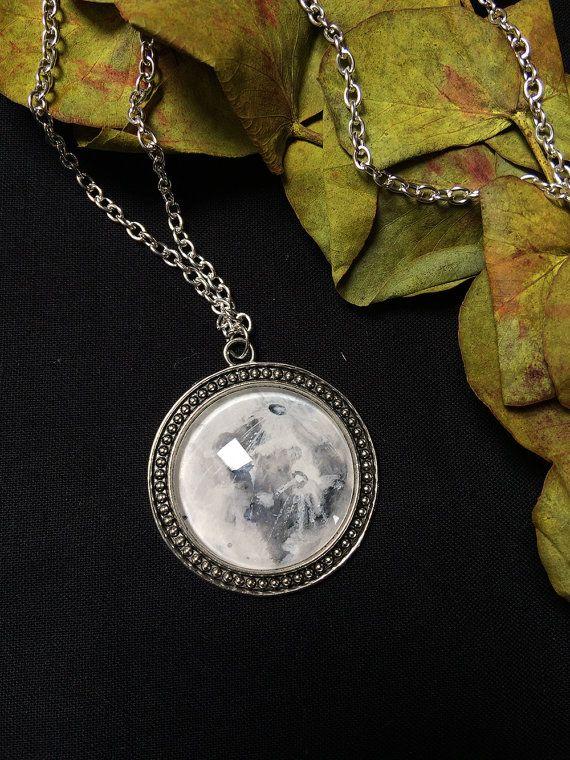 Moon ketting - volle maan hanger - handbeschilderd maan - ruimte ketting - maan hanger - wicca sieraden - heks halsketting - luna ketting