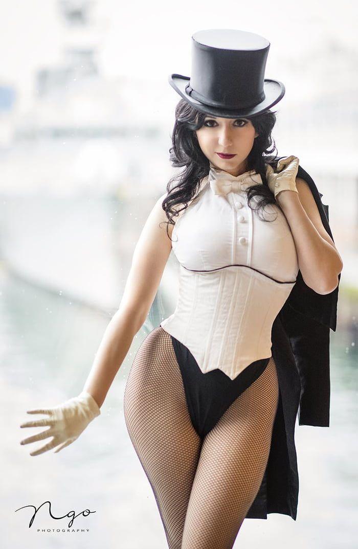 Zatanna Zatara From Dc Comics By Riddle Cosplay Zatanna Cosplay Cosplay Woman Dc Cosplay