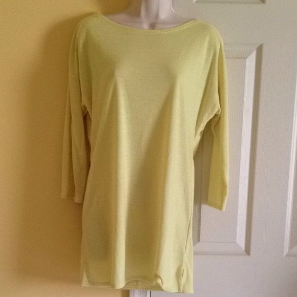 UNIQLO Top NWT - looks great with skinny jeans or leggings UNIQLO Tops
