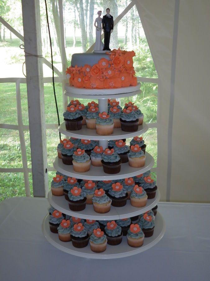 korallenrote und graue Hochzeitstorte mit Cupcakes – Bing Images …   – wedding