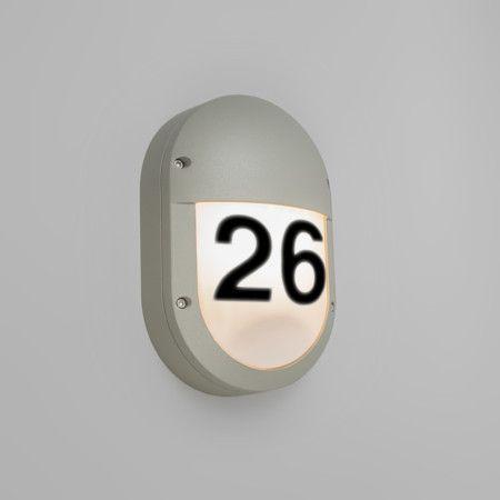 Wandleuchte Storm oval 2 hellgrau mit Hausnummer Aufklebern Hochwertige Außenleuchte aus hochwertigem Aluminium mit Polyester-Pulverbeschichtung. Schönes Design mit extrem schlagfesten opalweißem Kunststoffschirm, ideal für öffentliche Bereiche.  Diese Leuchte wird komplett mit Hausnummer Aufklebern geliefert. #Wandleuchte #Lampe #Leuchte #Light #Außenbeleuchtung #Haustür