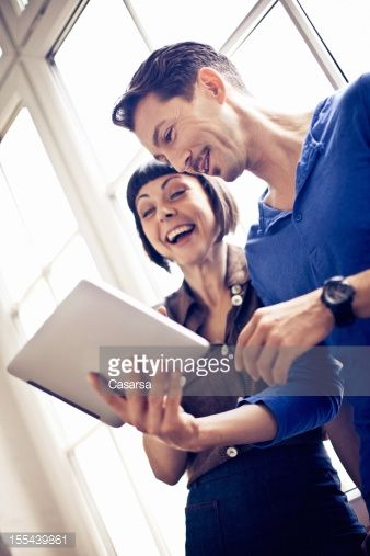 Young couple using tablet : Stock-Foto
