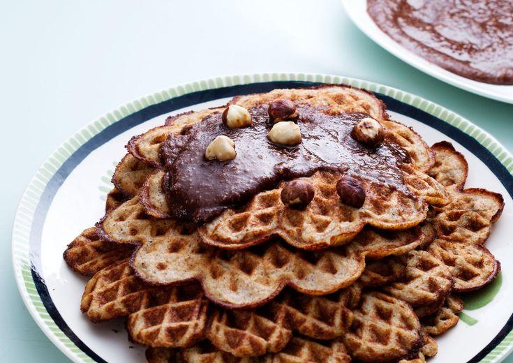 Mättande och jättegoda mejerifria våfflor. Ett lyxigt frukostalternativ för dig som äter liberal eller måttlig LCHF.