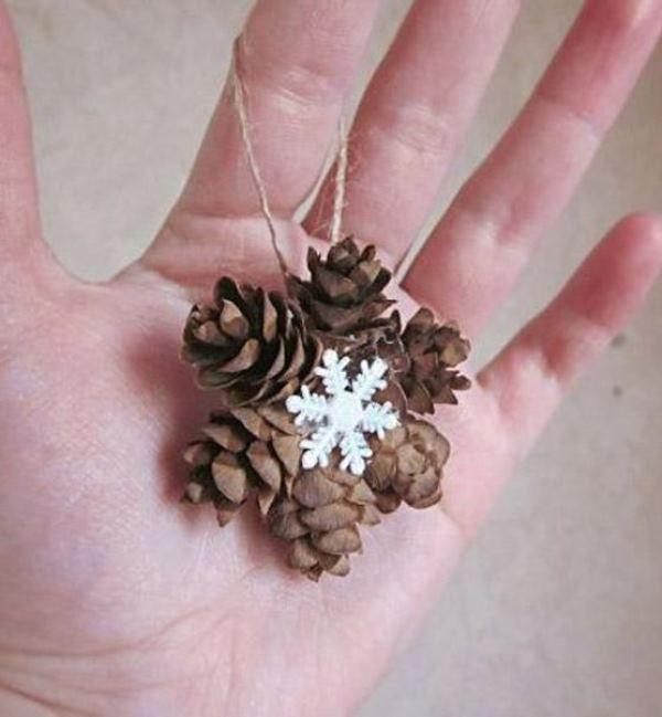 Simple snowflake with cones | Доступные новогодние украшения из шишек: 20 простых идей - Ярмарка Мастеров - ручная работа, handmade