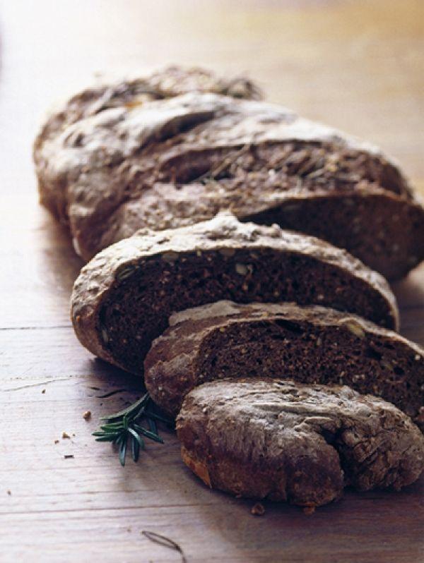 Recept Donker rozemarijnbrood met zeezout en olijfolie