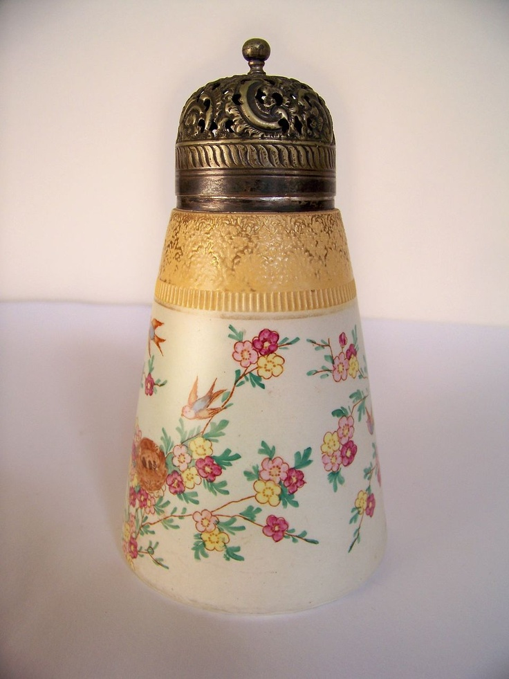 Gusta esta vintage sugar shaker know
