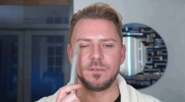 If you're not really sure which eye shape you have, Wayne Goss can help you with that: | 17 YouTube Tutorials That'll Boost Your Beauty Game