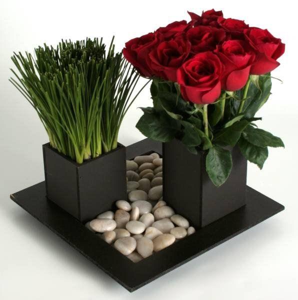 Arreglo # 26 - Rosas rojas, cebollin y piedra de rio