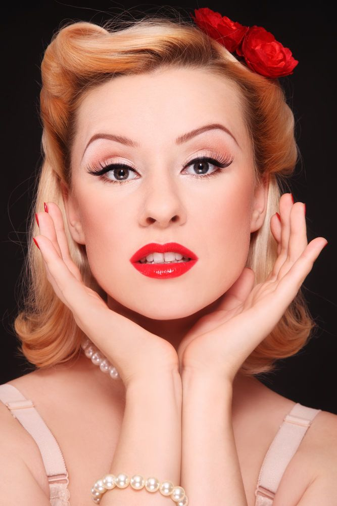 """24 Pin Up Hairstyles That Scream """"Retro Chic"""" 