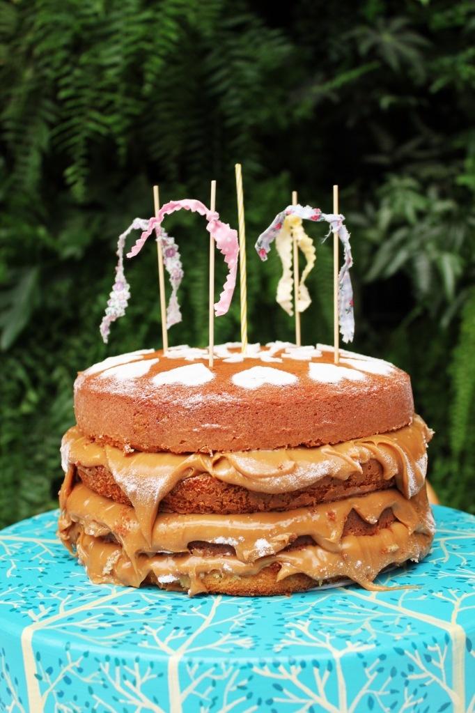 bolo de verdade :o)  http://decoracaodobaile.wordpress.com/#