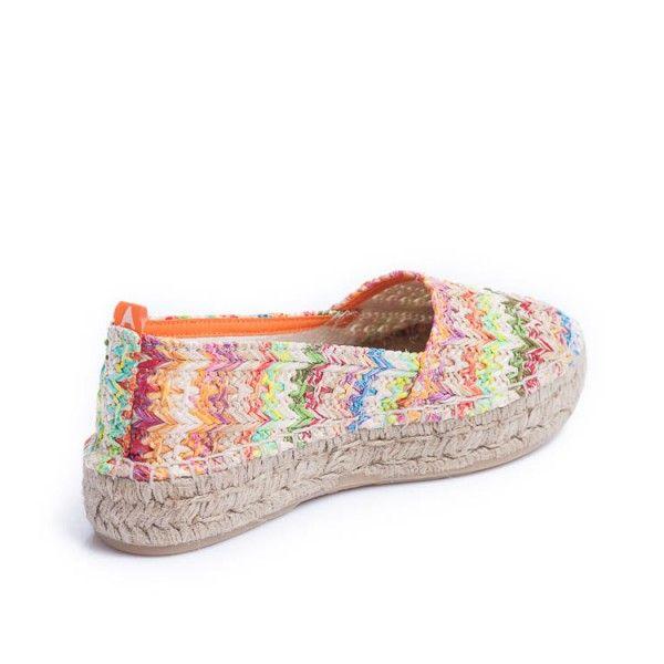 Camping étnico limba, hecho artesanalmente con materiales seleccionados de calidad. Este zapato destaca por su #colorido y comodidad.