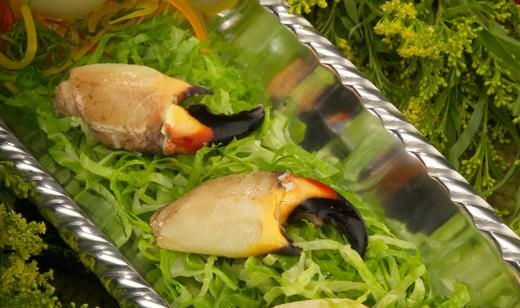 Stone Crab Claws with Spicy Golden Mustard Sauce