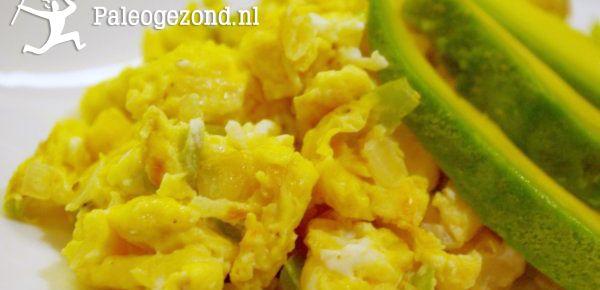 Chili Avocado Roerei – Een pittig begin van de dag! www.paleogezond.nl - gezonde recepten zonder koolhydraten. Lekkere eiwitrijke voeding. Paleo!