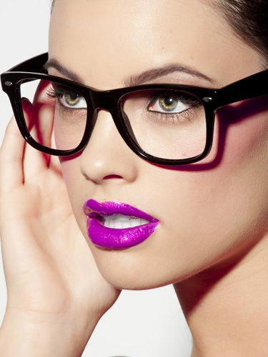 bright lips with glasses makeup