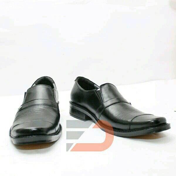 sepatu pantafol bahan kulit sapi asli Rp.160.000 uk.42,43 (bukan kulit uang kembali)