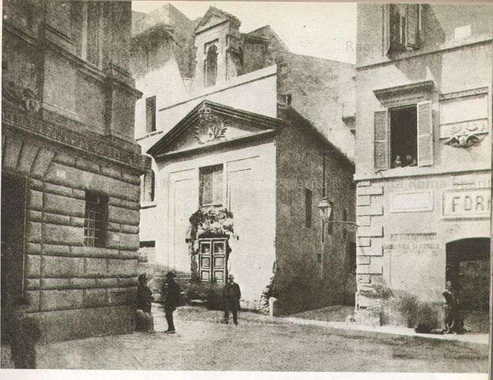 Via dei Banchi Nuovi di fronte a via dei Banchi vecchi eliminata per apertura di Corso Vittorio.  1892