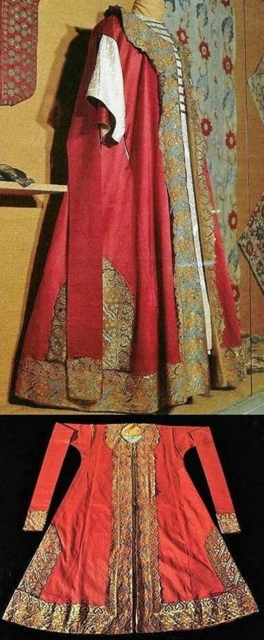 Ceremonial caftan made for Sehzade Mehmed. Ottoman, 2nd quarter of 16th century. With amazing gold couching. (Museum Topkapi, Istanbul)