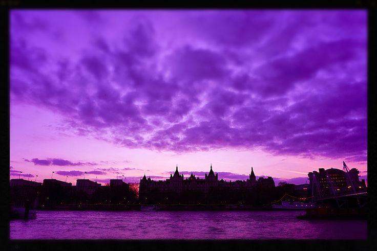 Love London Embankment. Sunset.