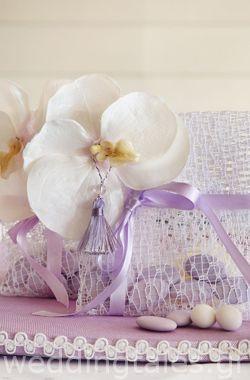 ΜΩΒ-ΛΙΛΑ ΘΕΜΑ: Εντυπωσιακή λιλά μπομπονιέρα γάμου