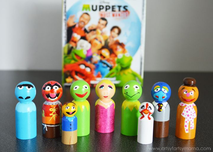 Muppets Most Wanted Peg Dolls at artsyfartsymama.com #MuppetsMostWanted