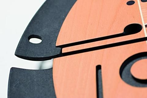 Designové nástěnné hodiny Samada Contrast jsou vyráběny na zakázku v Itálii rodinnou firmou Arosiů Midarte. průměr 60 cm, 17.975 Kč   #design #watch #style #interiordesign #midarte #stylish #home