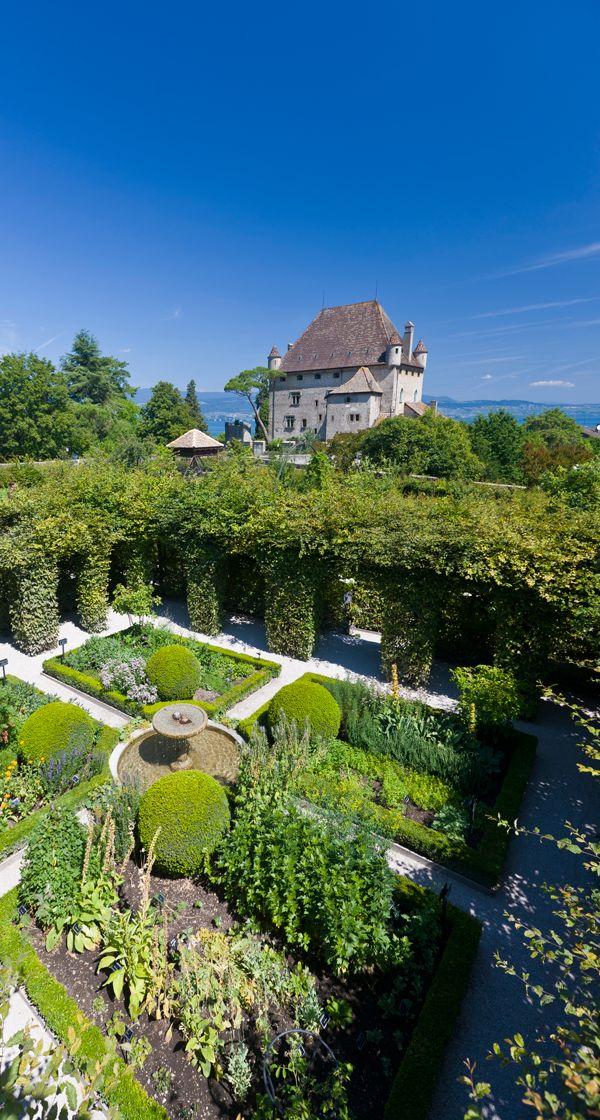 Yvoire, à visiter avec les Guides du Patrimoine des Pays de Savoie ! http://www.gpps.fr/Guides-du-Patrimoine-des-Pays-de-Savoie/Pages/Site/Visites-en-Savoie-Mont-Blanc/Chablais/Rives-du-Leman/Yvoire