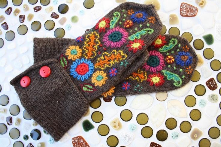 Embroidered mittens by Ida http://tygochotyg.blogspot.com
