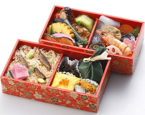 EKIBEN are railway box meals sold on trains and train stations throughout Japan. They often contain local specialties from the region. The Daruma Bento (sold in Takasaki Station, Gunma) comes in a lucky Daruma bento case that can be kept as souvenirs of your journey. It is said that the history of ekiben began in the late 19th century at Utsunomiya Station, which contained a simple Onigiri (rice ball).