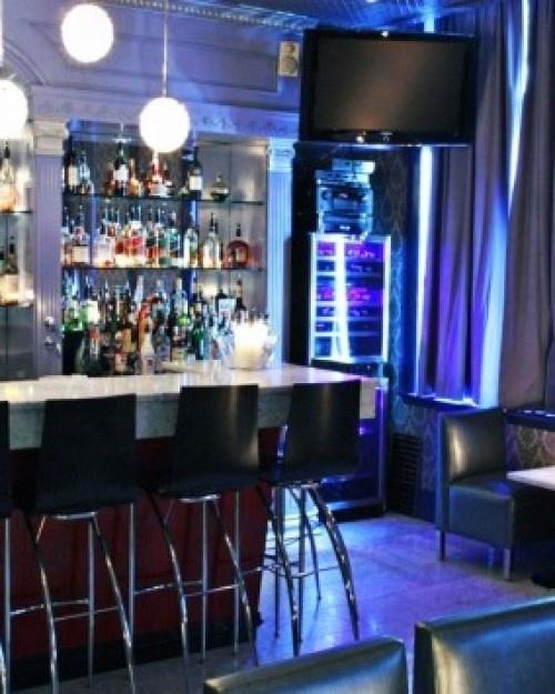 Windsor Arms Hotel  - The hotel's bar, Club 22