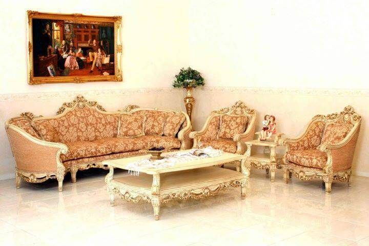 Set Kursi Tamu Sofa Mewah Ukir Emas salah satu kursi Tamu Hight Class dibuat dengan kualitas dan bahan baku yang sangat bagus dengan detail ukiran rapi.
