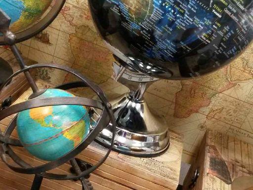 Maps&Crafts es una tienda especializada en cartografía y productos realizados con mapas. Reconvertimos los mapas en artesanía cartográfica.