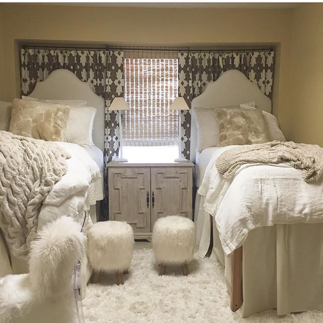 Ritz Carlton Or College Dorm Room These Dorm Rooms Defy All Traditional Decor Standards Cozy Chic Glam And Spunk They Have It All Rooms Inn The