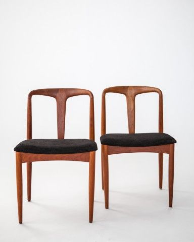 Innauction: Johannes Andersen 1950s dining chairs. Production: Uldum Mobelfabrik.