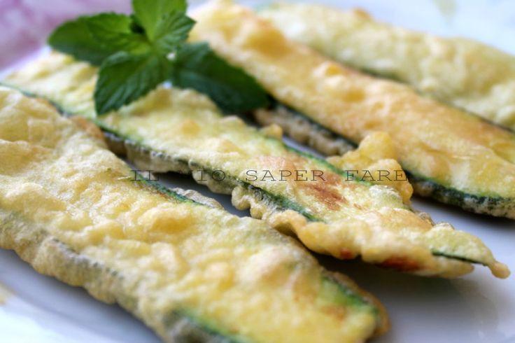Le zucchine in pastella sono un secondo economico,semplice.Un'ottima base per una delicatissima parmigiana di zucchine e per essere farcite