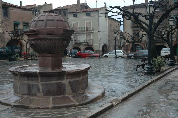 La Font de la Plaça Major just abans de la restauració