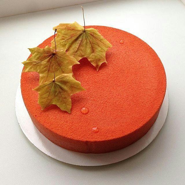 #Repost @elenkarpova: Листья желтые над городом кружатся.. Тихим шорохом нам под ноги ложатся. И от осени не спрятаться, не скрыться, листья желтые скажите, что вам снится🍁🍂🍃🍷☺️ простой, лаконичный, на годовщину свадьбы родителей😊 листья шоколадные, честное слово!