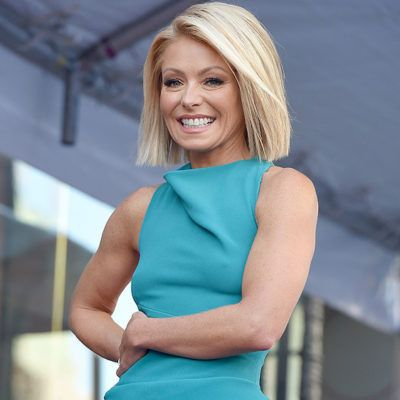 http://www.skinnymom.com/would-you-try-the-alkaline-diet-kelly-ripa-swears-by-it/