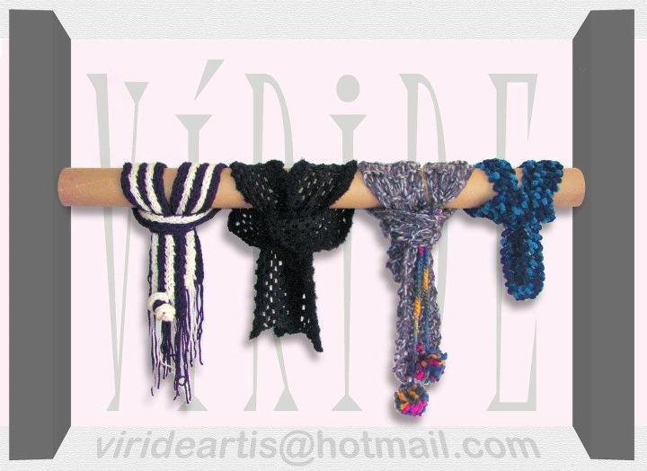 Estas bufandas son elaboradas totalmente a mano con lanas antialérgicas. Pensadas para el clima Bogotano.    Los diseños de la imagen están disponibles para entrega inmediata.    Cuéntanos como es tu bufanda soñada y nosotros la diseñamos para ti!