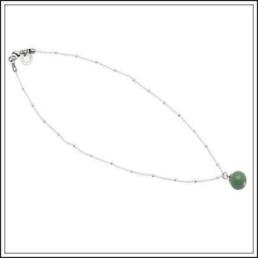 Fint enklare halsband med en fin sten i grönt från Pearls for Girls
