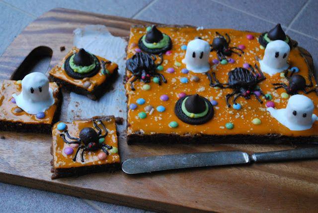 Celebration Treats 4U: Halloween Brownie valkosuklaaganachella ja paukkukarkeilla