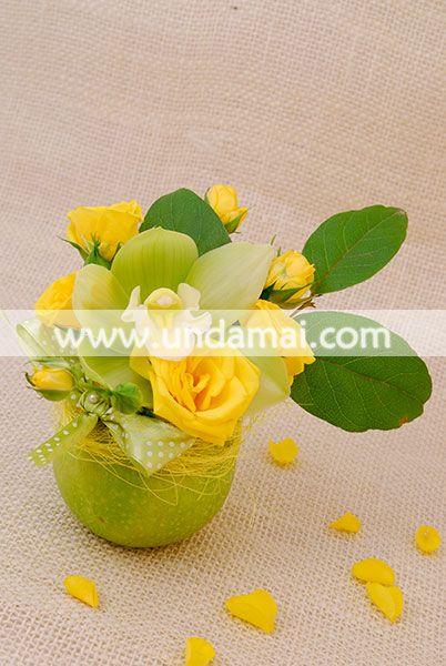 MAR CU PARFUM DE PRIMAVARA  Aranjament floral in mar verde natural