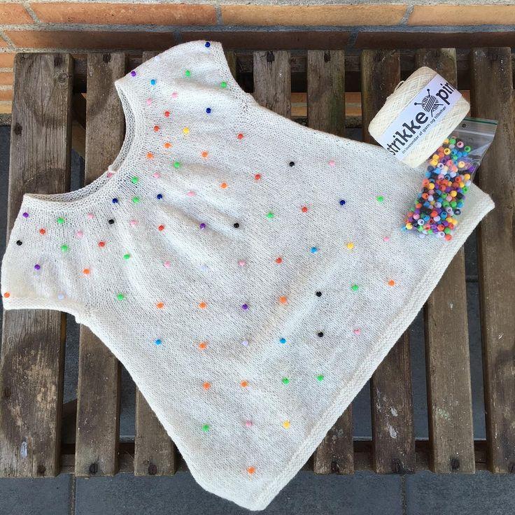 Krymmel pigetop med perler / designet af Eva Andersen