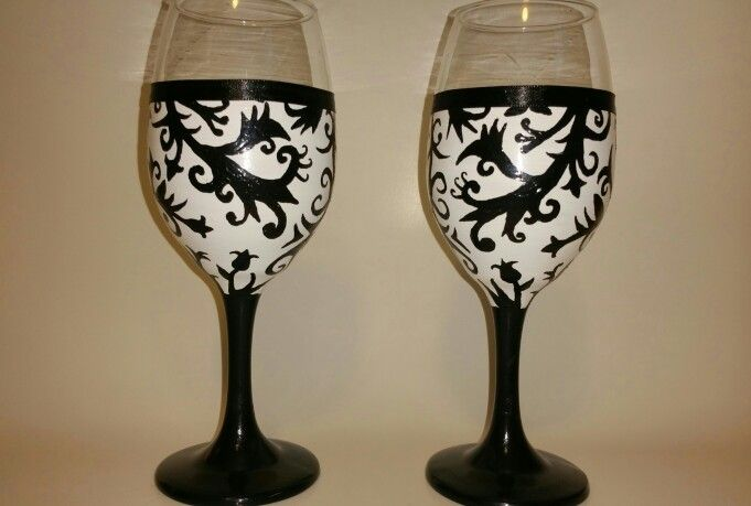 Black & white damask style