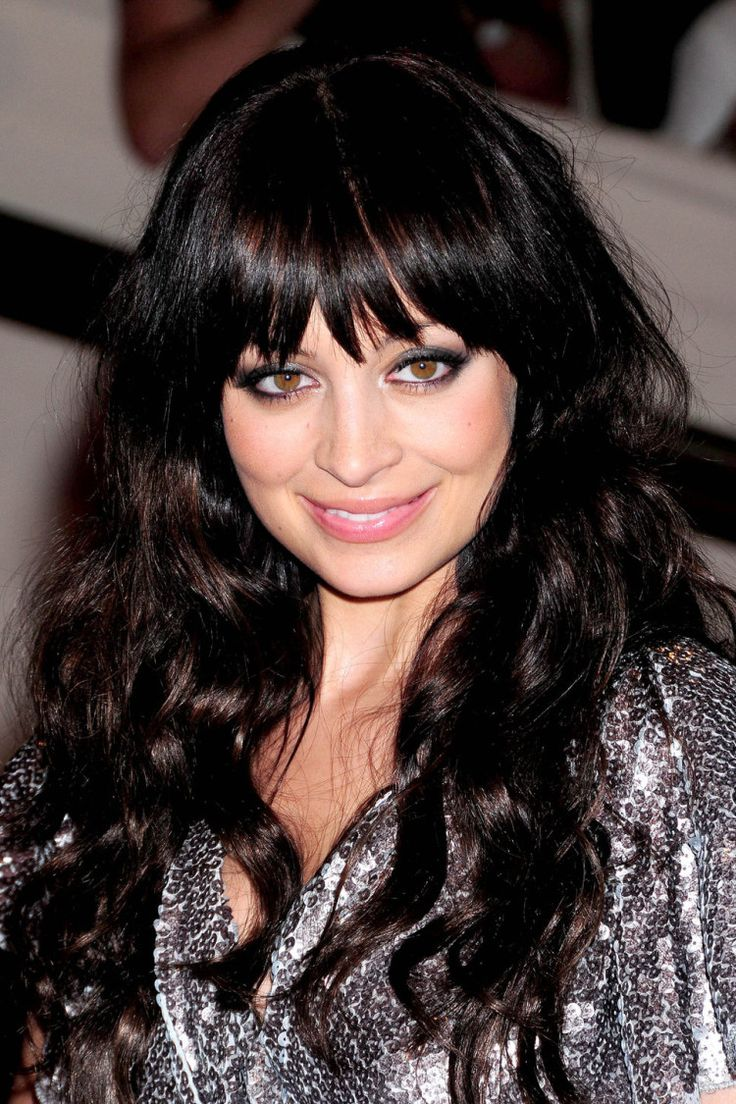 Katie lowes long wavy casual hairstyle thehairstyler com - Find This Pin And More On Trendy Long Hairstyles With Bangs