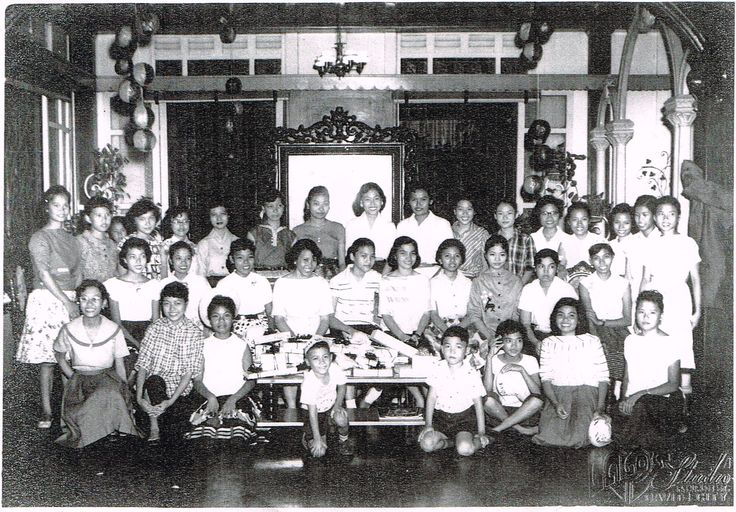 Reunion of the Rojas clan at the Rojas mansion in San Roque, Cavite City (1957).