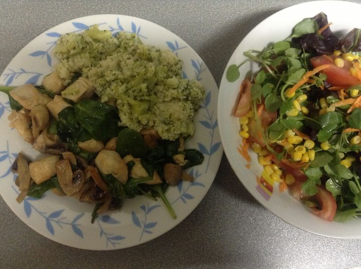 broccoli couscous with cubes of chicken breast sautéed with mushrooms and spinach . mixed salad.