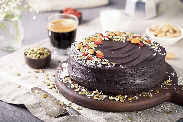 Очередное открытие среди полезных, сыроедческий и вегетарианских рецептах! Я не фанат шоколада в принципе и шоколадный торт выберу очень в редких случаях, но…