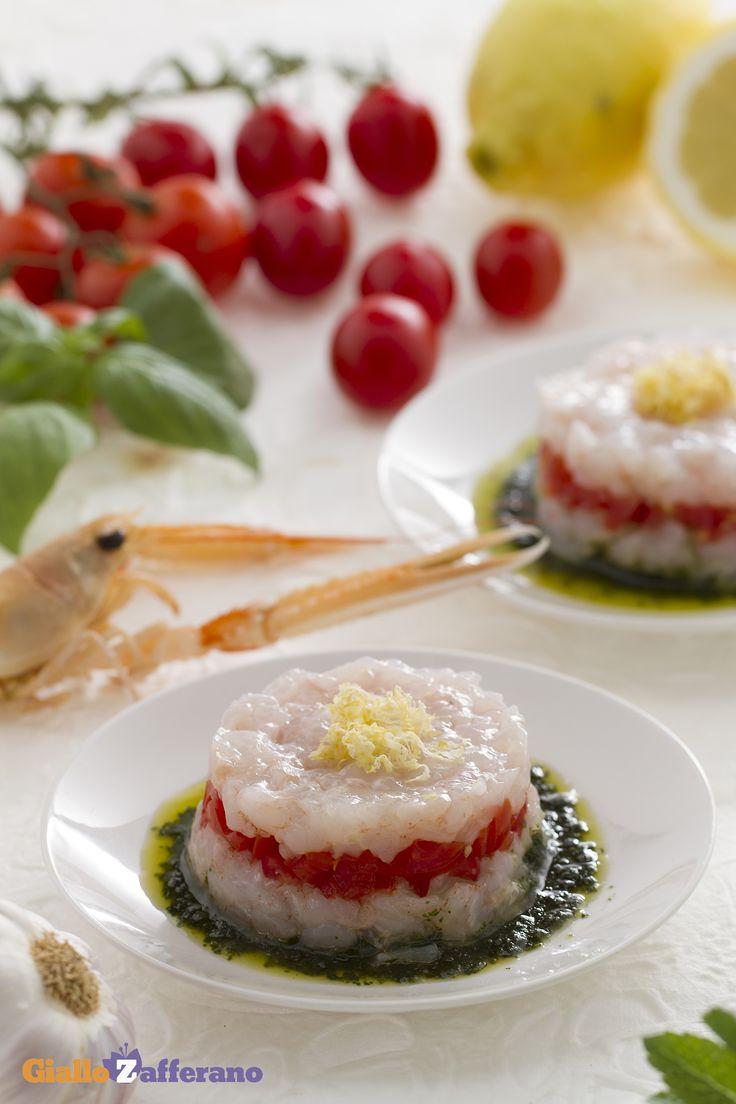 La tartare di #scampi (langoustine tartare) è una torretta multicolore dal sicuro successo. #ricetta #GialloZafferano #tartare #italianfood #italianrecipe #pesce