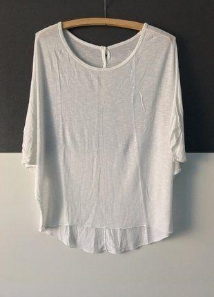 Kaufe meinen Artikel bei #Kleiderkreisel http://www.kleiderkreisel.de/damenmode/t-shirts/143084217-weisses-shirt-mit-knopfen-in-s